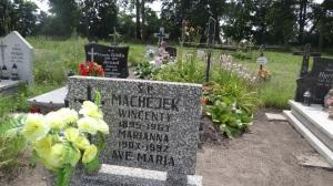 Grób małżonków Marianny z Ostrowskich i Wincentego Machejka -zdjecie z lipca 2013 roku