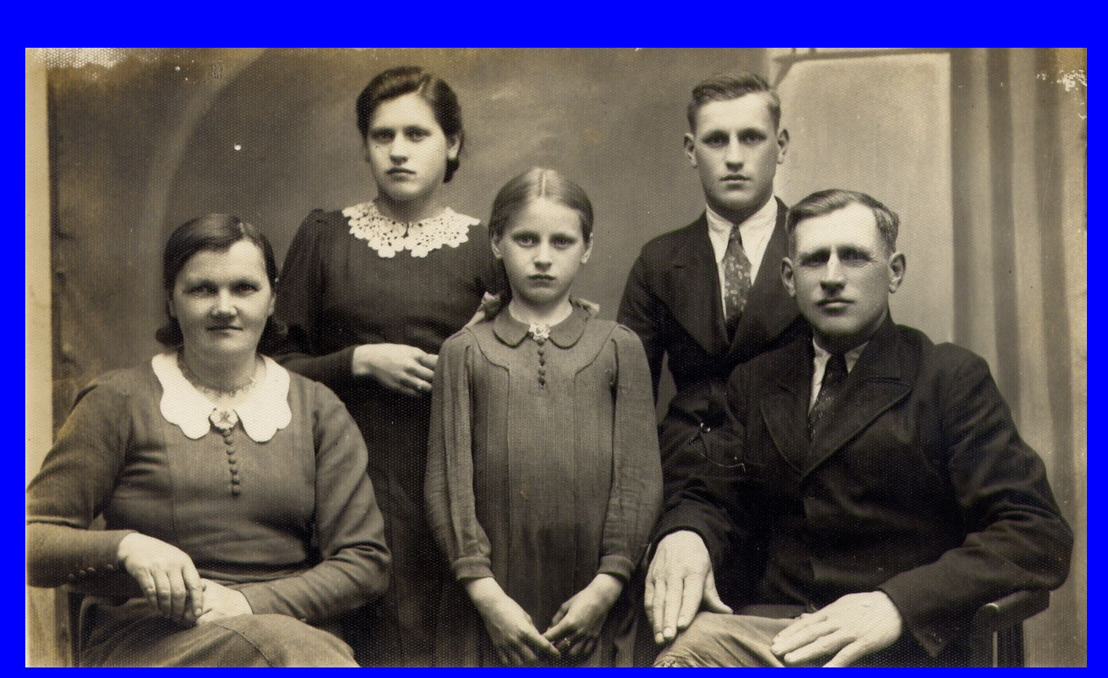 Jan i Antonina O┼╝arowscy i Gienia Plichta.JPG
