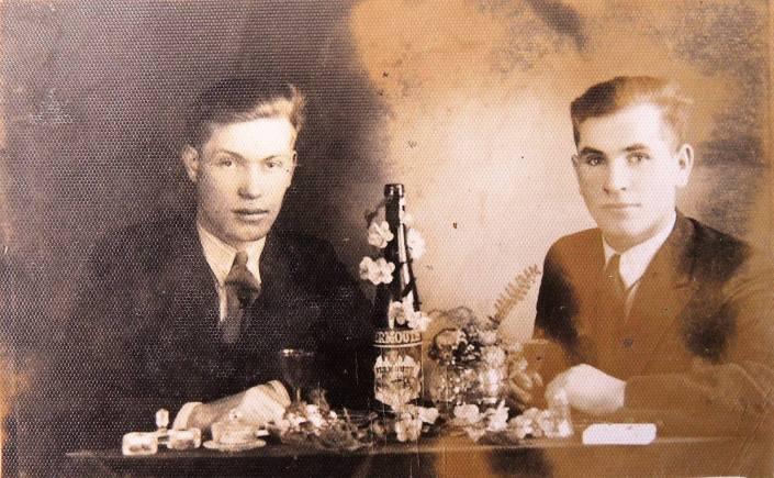 Adamowice 16.03 1942r Po prawej Stefan Mucha